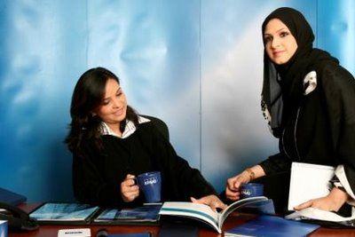 ces femmes qui travaillent avec leur voile katib votre quotidien musulman d 39 actualit. Black Bedroom Furniture Sets. Home Design Ideas