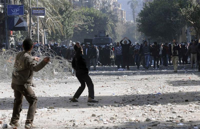 AFFRONTEMENTS AU CAIRE ENTRE MANIFESTANTS ET FORCES DE L'ORDRE