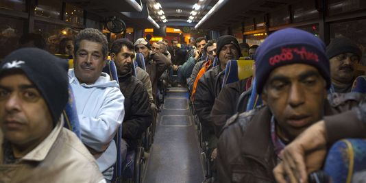 1842643_3_ad87_des-travailleurs-palestiniens-ont-emprunte_8a80683d108d78afdbb00d18c6871eb2