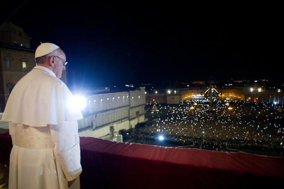la-foule-attendait-le-nouveau-pape[1]