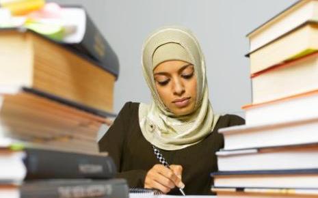 7665257487_une-femme-portant-un-voile-islamique