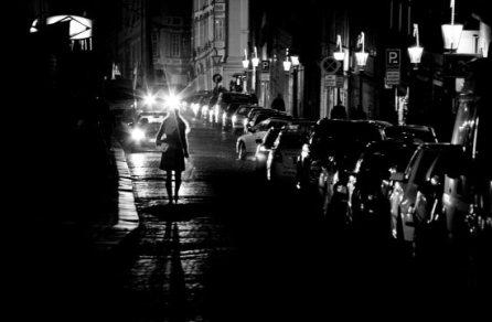 femme seule nuit