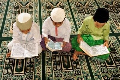 4073407_les_enfants_musulmans_de_lecture_du_coran