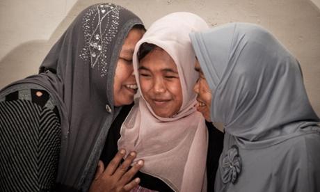 Jannah, Jamaliah, sa maman (à gauche de la photo) et sa grand-mère (à droite) réunies 10 ans après.