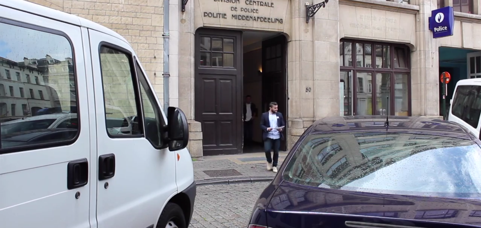 Vid o 500 bruxellois portent plainte contre le premier for Portent 2014
