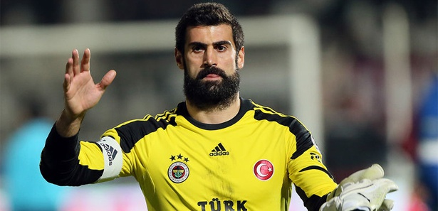 """Volkan Demire, joueur de l'équipe nationale turque jugé de """"mauvais exemple"""" pour Ilhan Cavcav"""