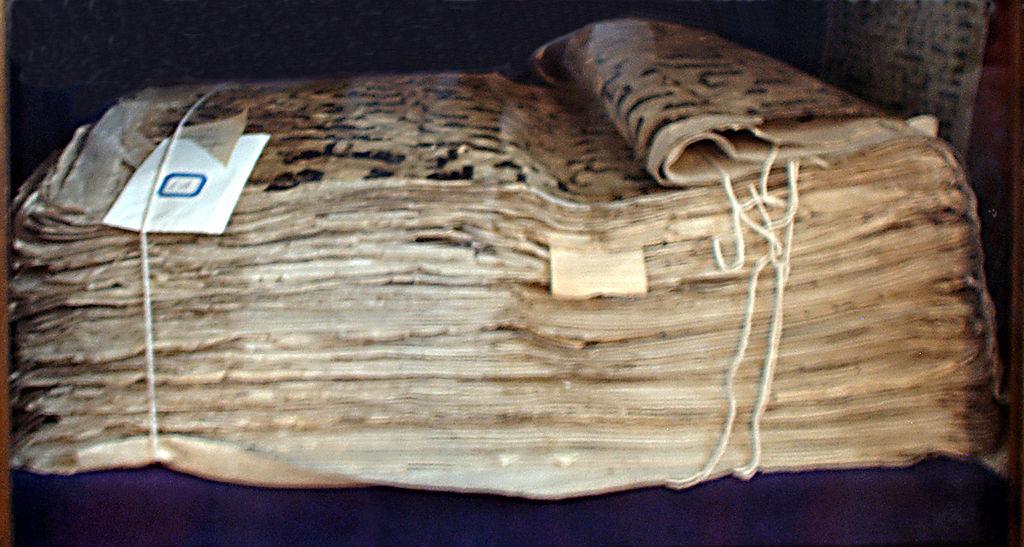 Les plus anciens manuscrits du Coran 1024px-Uthman_Koran_Taschkent_a