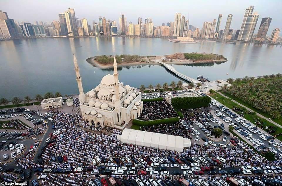 Prière de l'Aïd à Sharjat, Émirats arabes unis