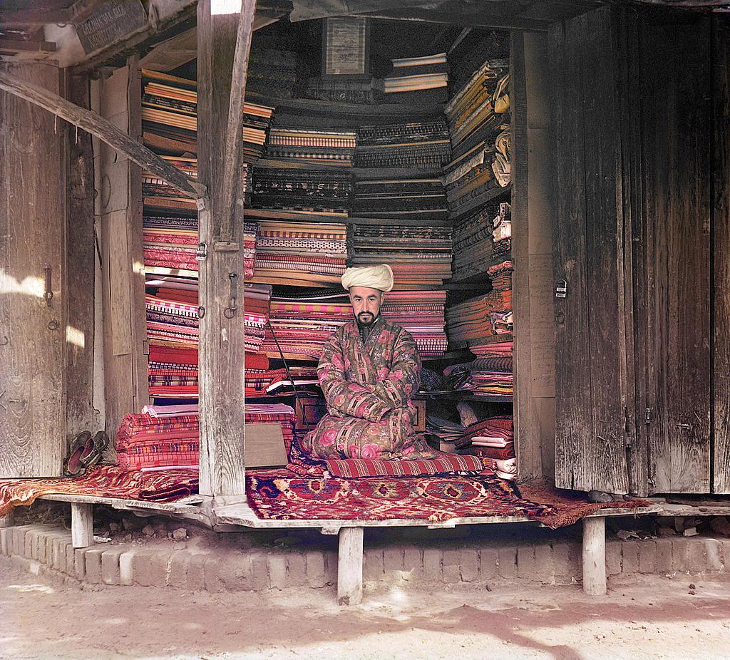 Un marchand de tissu à Samarkand, Ouzbékistan