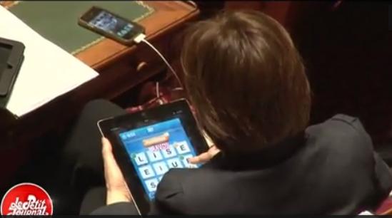 [Vidéo] Quand la ministre du droit des femmes se divertissaient lors des débats