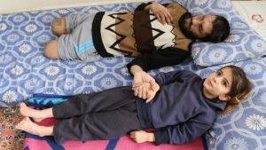 La fille d'un réfugié syrien aveugle : « Prenez mes yeux et donnez-les à mon père »