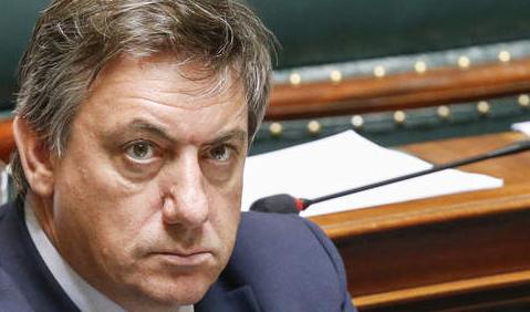 Le ministre de l'intérieur belge stigmatise les musulmans suite aux attentats tragiques