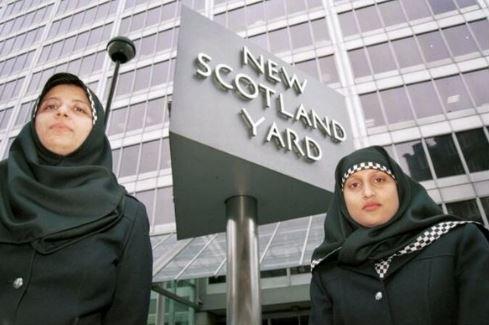 Ecosse : Le hijab fait désormais partie de l'uniforme de la police