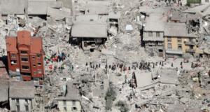 Les réfugiés en Italie apportent leur aide après le tremblement de terre