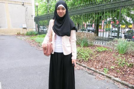sarah exclue de son collège à cause de sa jupe longue