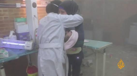 Alep : deux infirmières fondent en larmes après le bombardement d'un hôpital pédiatrique
