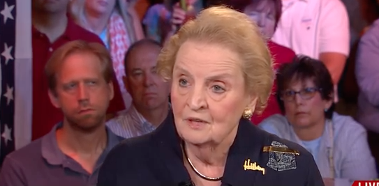"""Madeleine Albright prête à """"s'inscrire comme musulmane"""" par solidarité"""